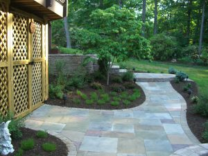 walkway-mulch-bushes-plants-1024x768